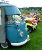 Nice Turnout of Antique VWs at Time Machines '06 in Durham!