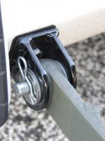 Single wheel trailer bracket