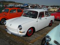 Notchback with red wheels