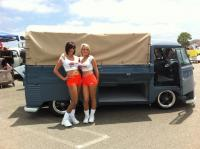 Hooters girls !