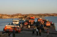 Bays on Boats, loading pontoons in Aswan