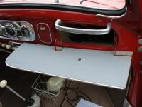 Accessory table for mounting on the glovebox door