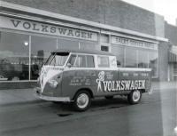 Logod Doublecab, Shop Bus, VW, Hand Lettering, Bice Bumper, Dealer, two tone
