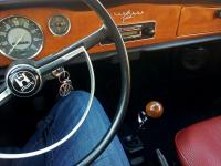 Gearshift knob and dash